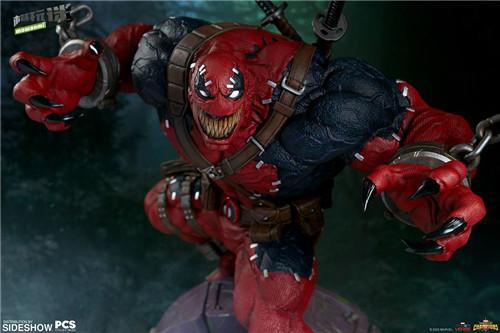PCS与 Sideshow合作推出《MARVEL 超级争霸战》 1/3 比例毒液死侍雕像