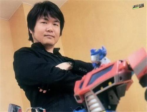 设计师莲井章悟透露设计了地球崛起的多款玩具当然包括红蜘蛛