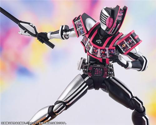 万代推出SHF真骨雕假面骑士DECADE完全形态